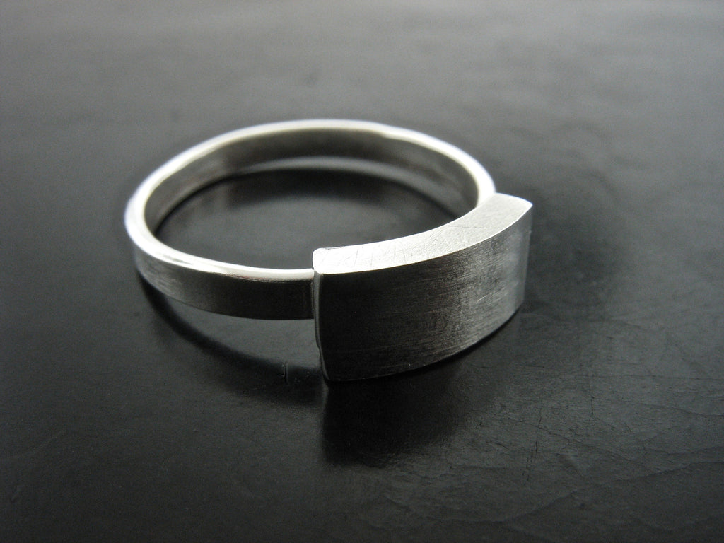 Bar Across Ring