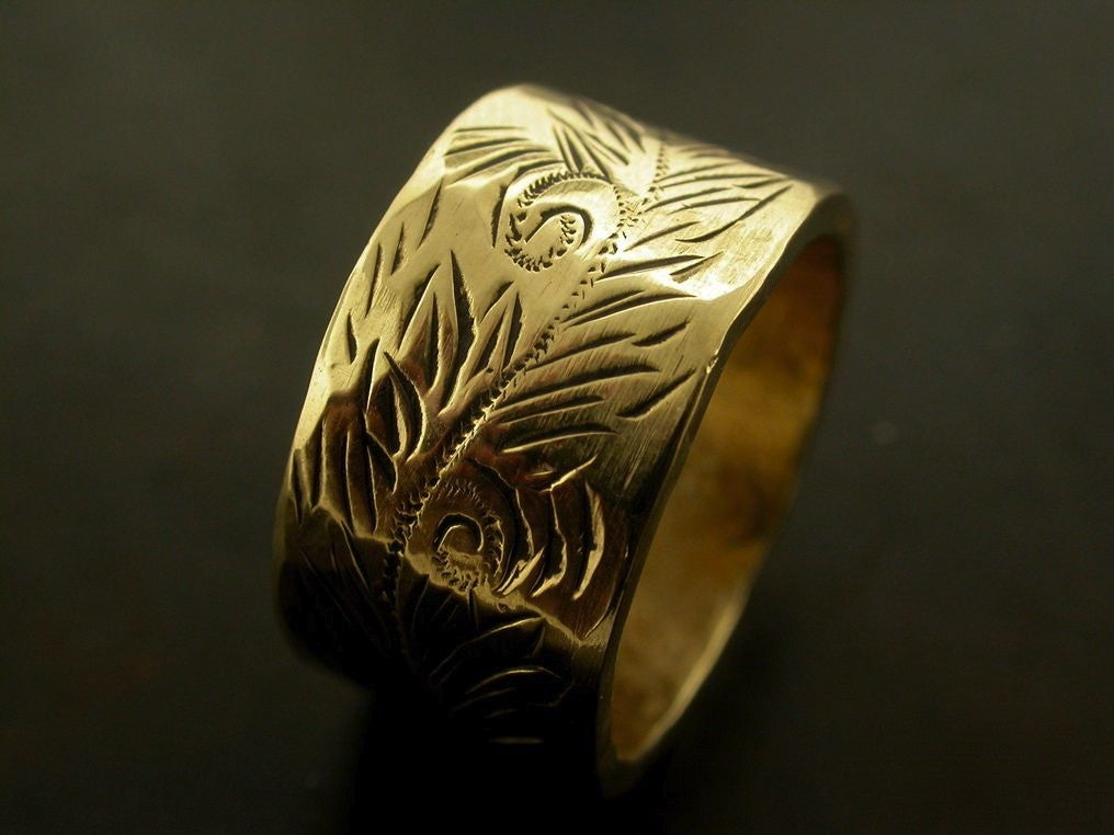 Eva's Wedding Ring, Yellow Gold Engraved, Carved