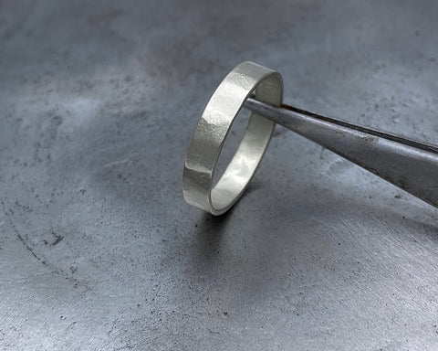 ZEUS RING WHITE GOLD 4mm WIDE
