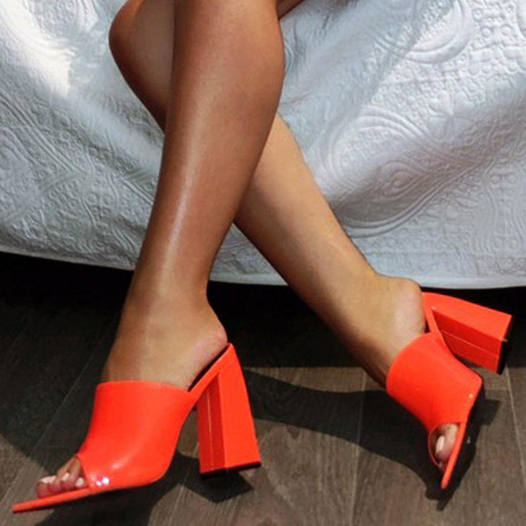Mules vinyle vernis pointues : orange