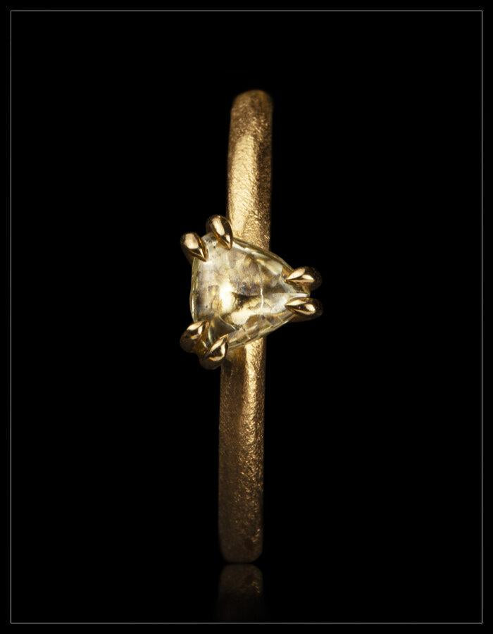 Lille Gul Solskinsring - <strong>0.34 ct.</strong>