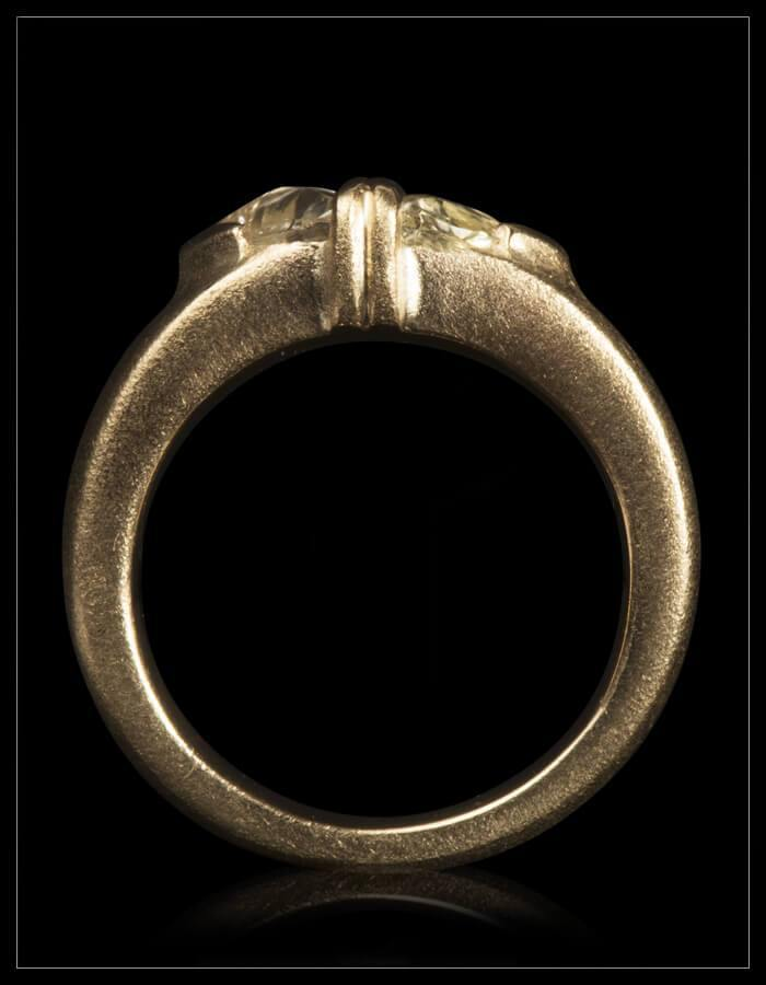 Tvillinge Lysegul Rådiamanter Ring - <strong>1.34 ct.</strong>
