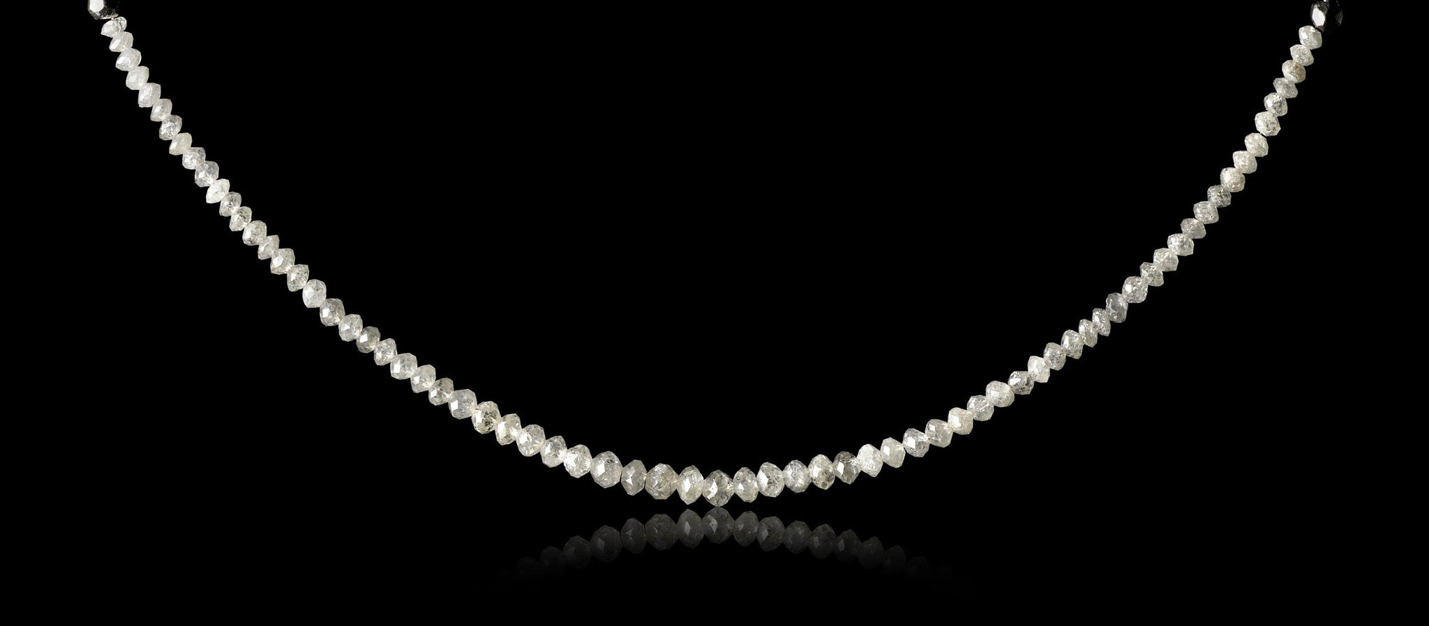 <strong>18.25 ct.</strong> Hvide Facetterede Diamanter i Håndlavet Collier