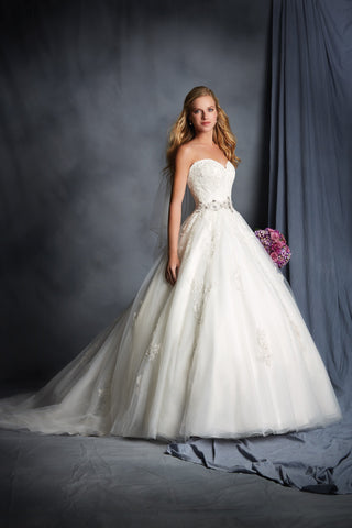 Alfred Angelo style 2492 Wedding Dress front view