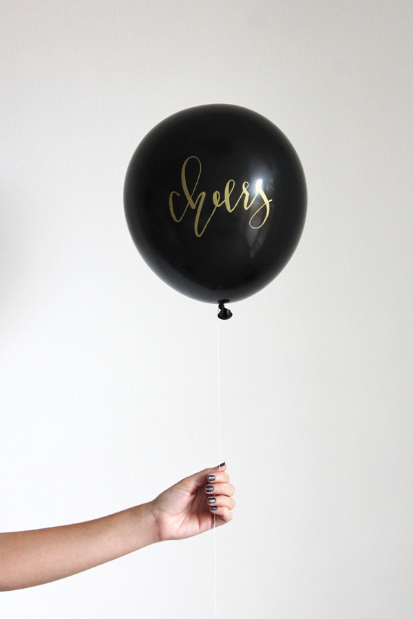 (OUT OF STOCK) Calligraphy CHEERS balloons