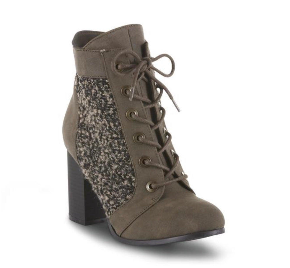 Kisses by Two Lips Women's Veronica Ankle Boot-Brown