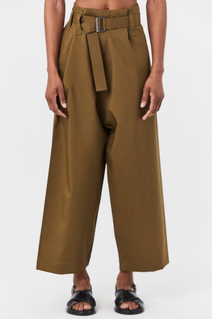 132 5. by Issey Miyake - Short Trouser, Olive