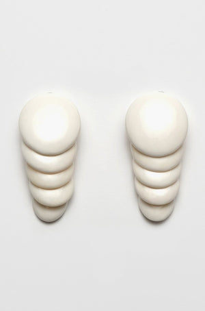 MONIES - BONE EARCLIPS, white