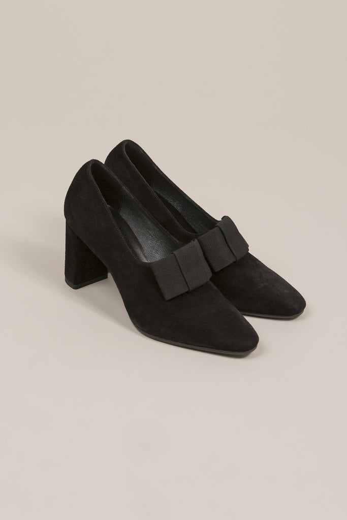 Bow heel, Black