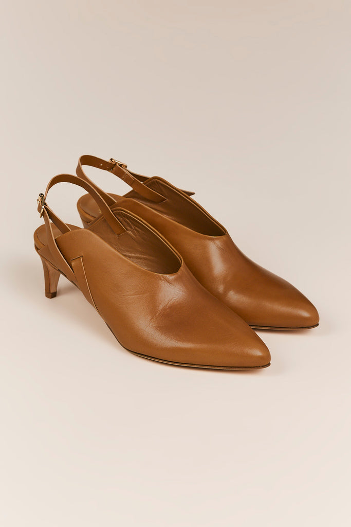 Abra Pointed Toe Pumps, Cinnamon