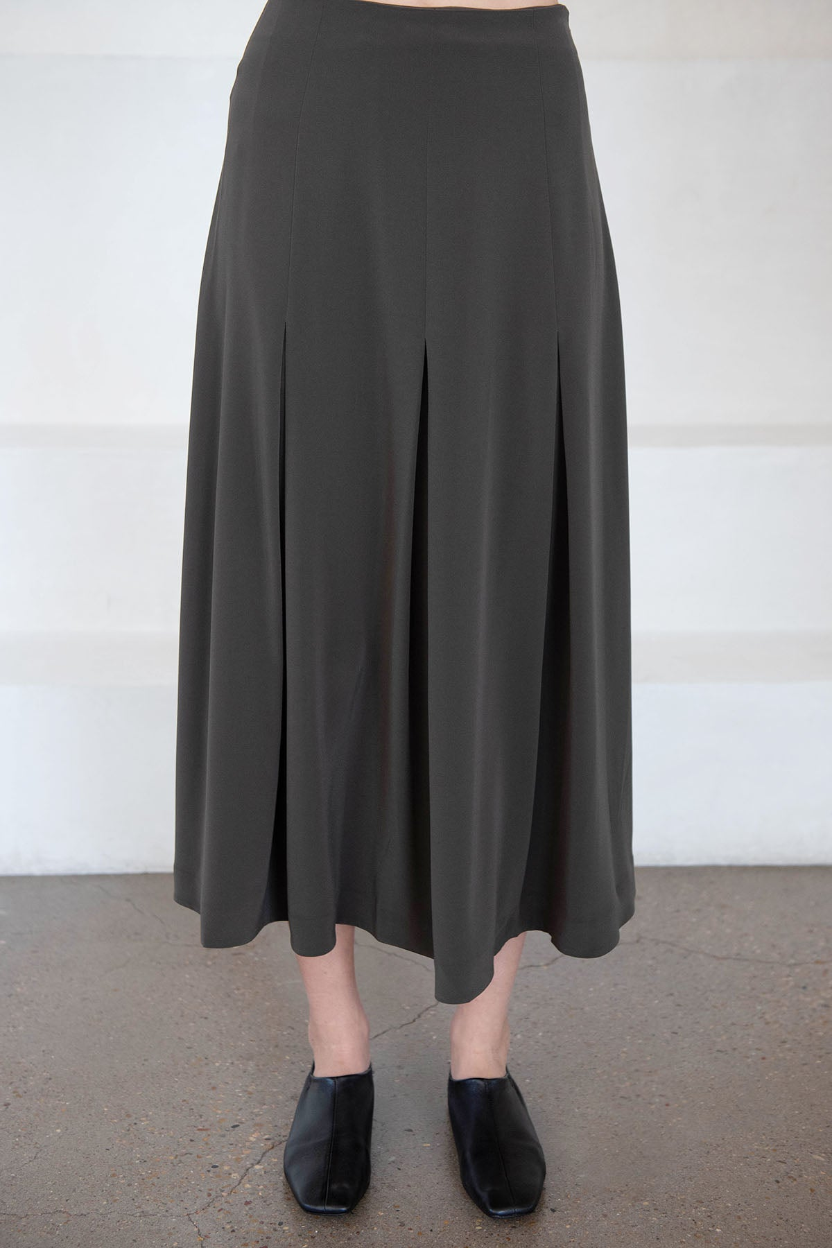 CO - stretch crepe skirt, forest