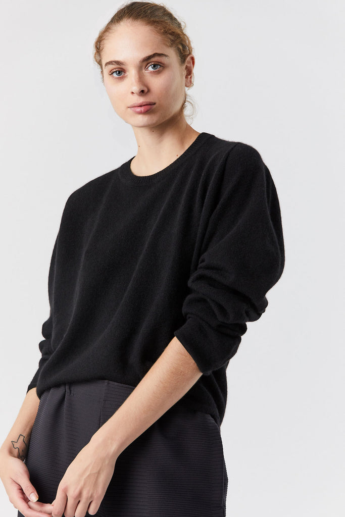 Round Knit Sweater, Black