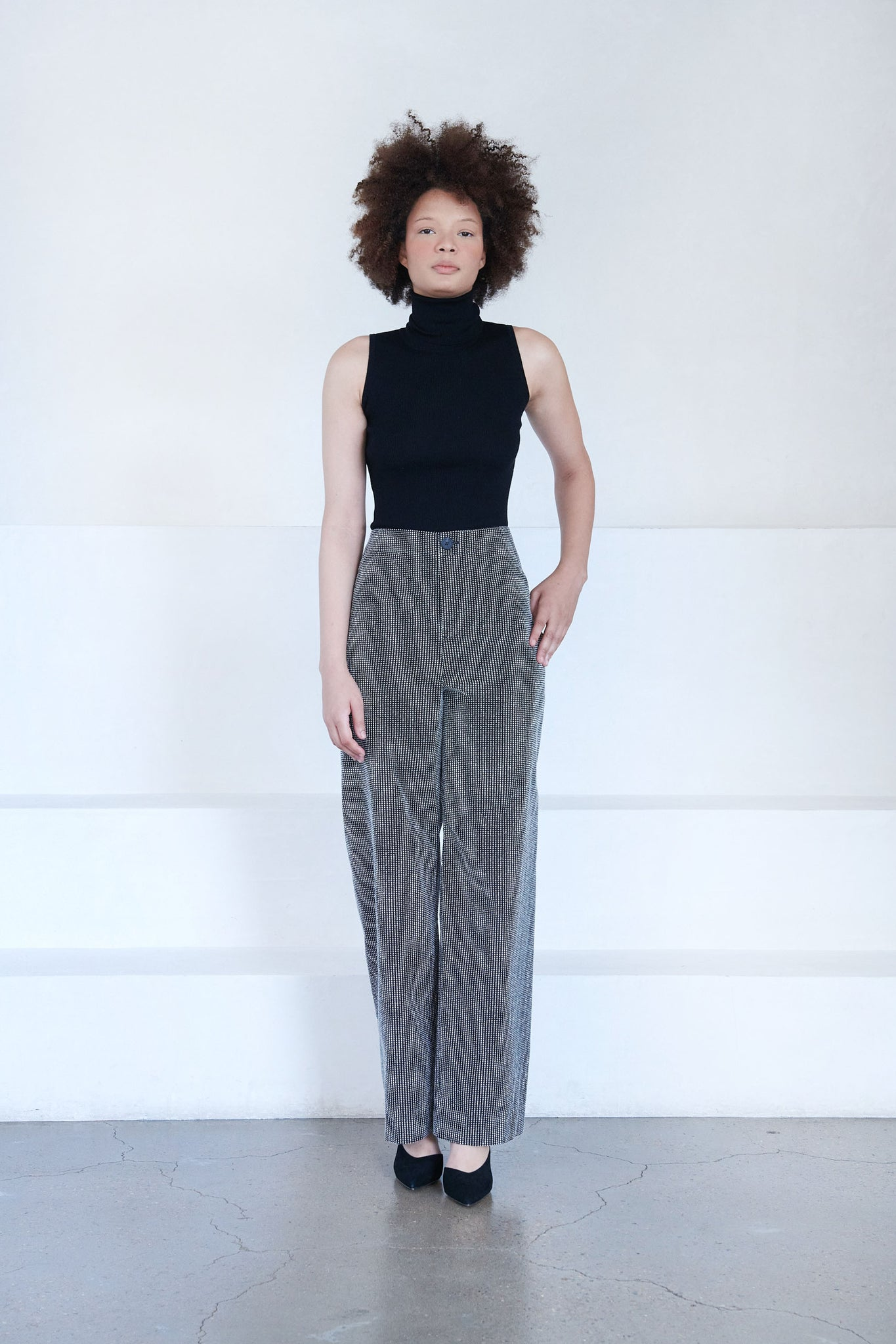 LOROD - twisted seam trouser, black and white