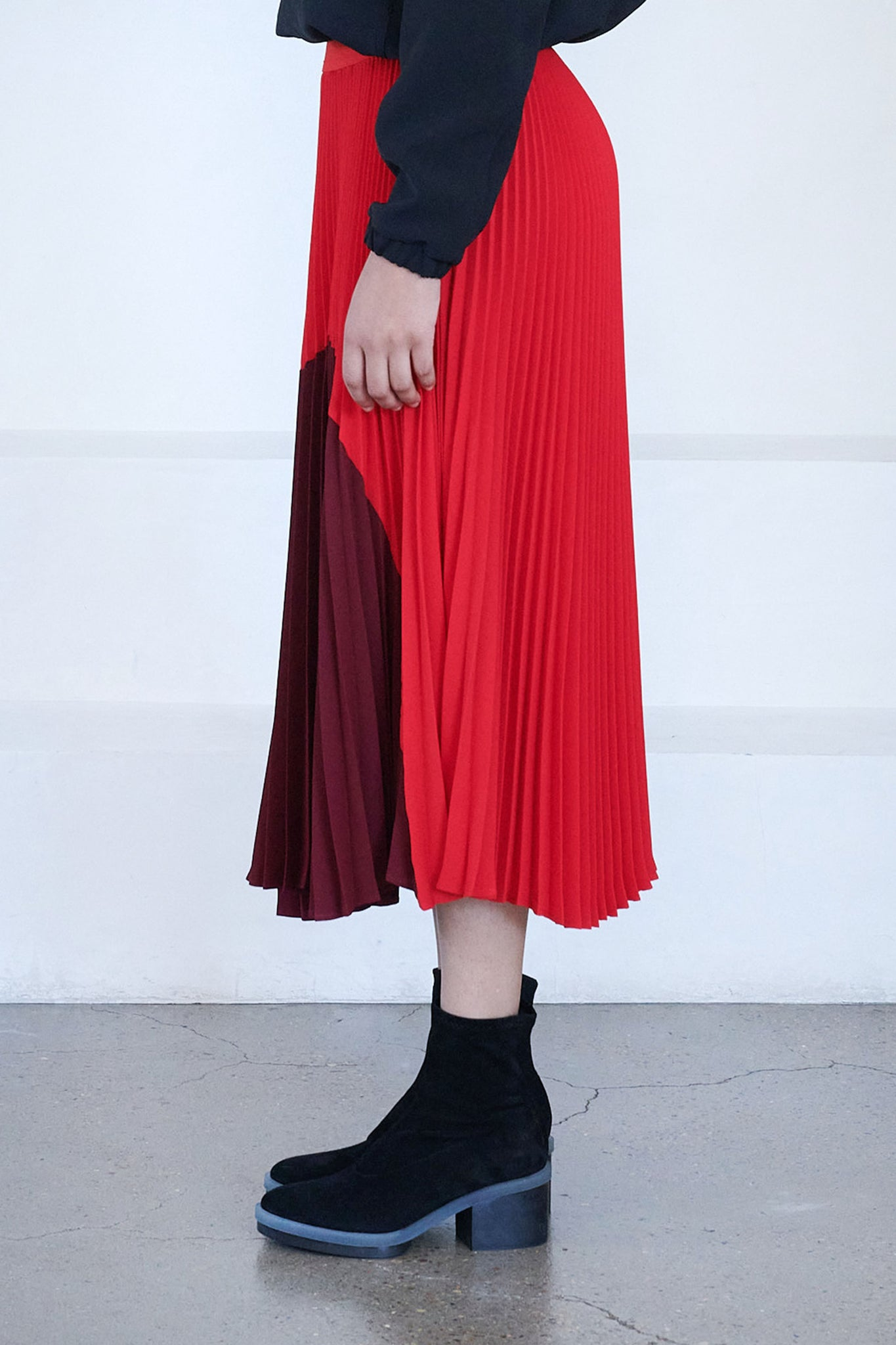 Nomia - sunshine pleated skirt, red and burgundy