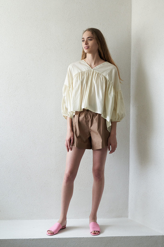 Black Crane - puff top, cream