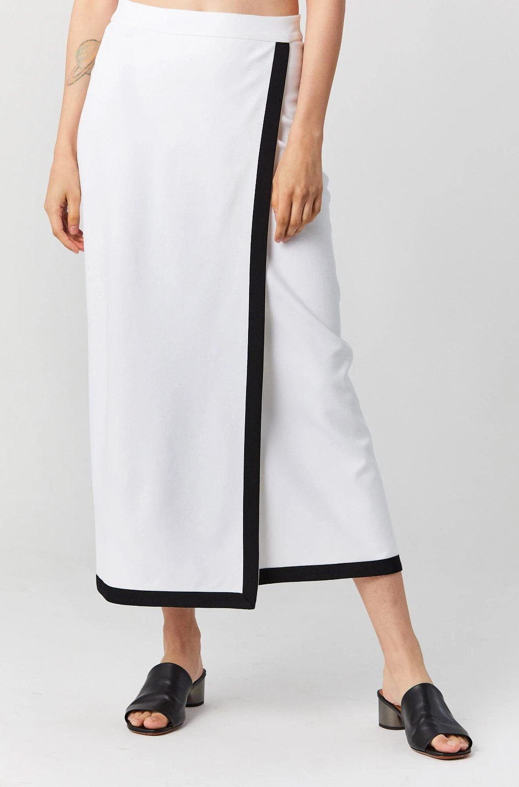 ROSETTA GETTY - Bordered Wrap Front Skirt, White/Black