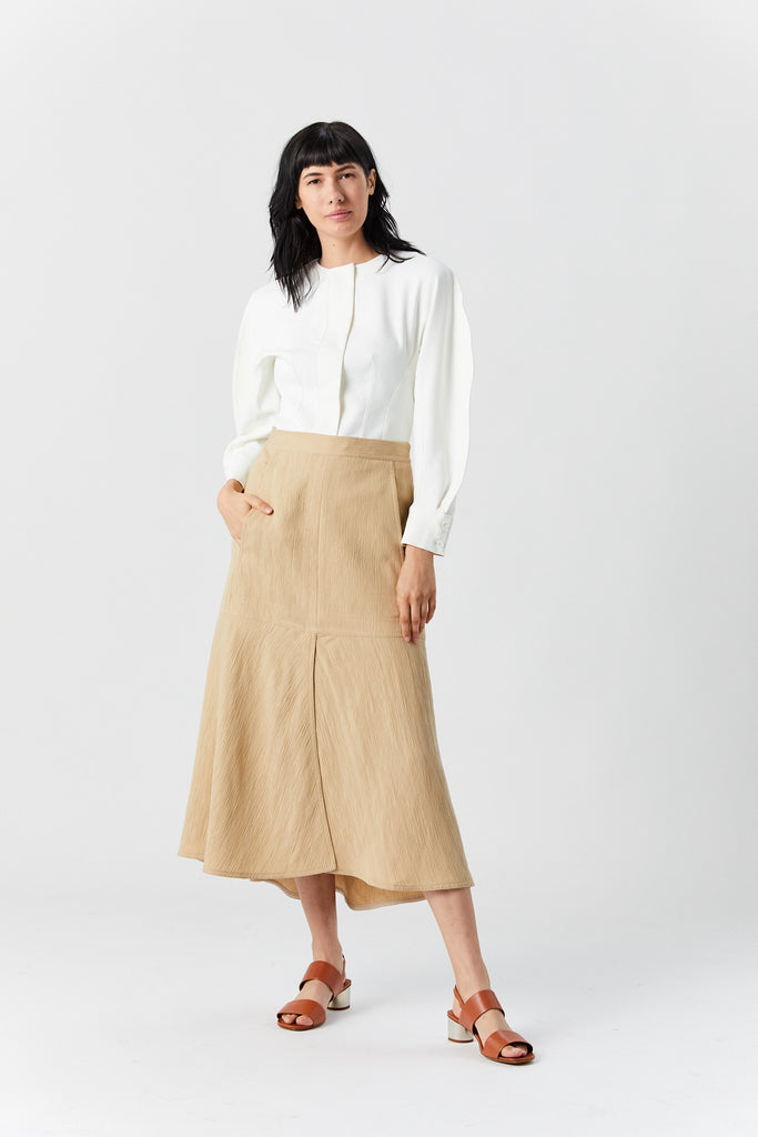Plisse front slit flared skirt, Latte