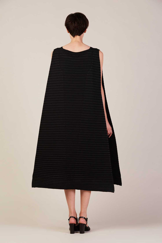 Long pleated dress with belt, black - Issey Miyake