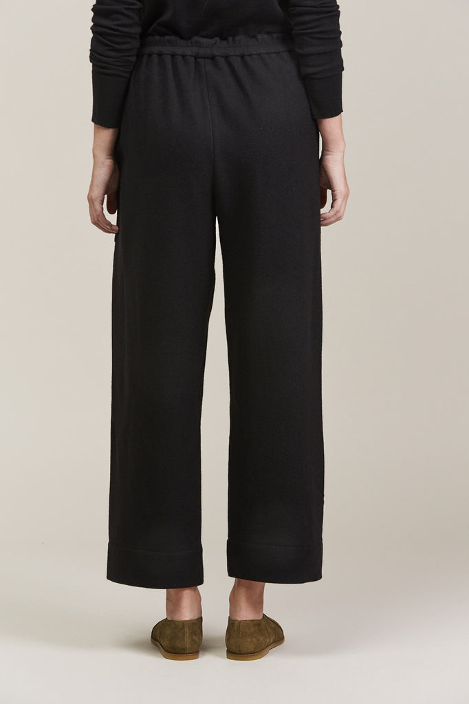 Cropped elasticated pants by Lemaire @ Kick Pleat - 5