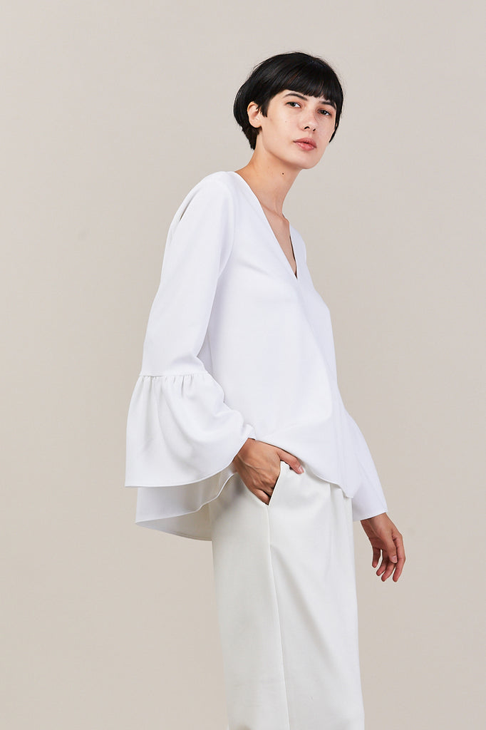 v neck ruffle sleeve top, white