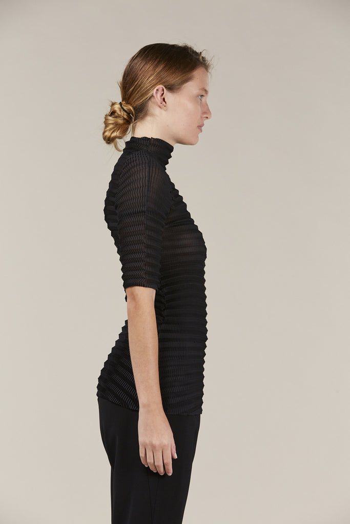 S/S turtleneck, Black by Issey Miyake @ Kick Pleat - 4
