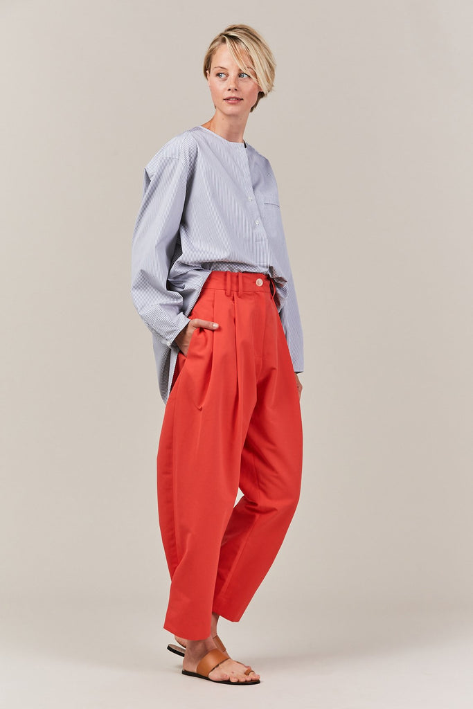 pleat pant with fold & button, red