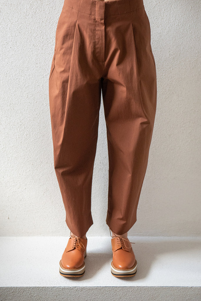 Studio Nicholson - DORDONI volume pleat pants, truffle