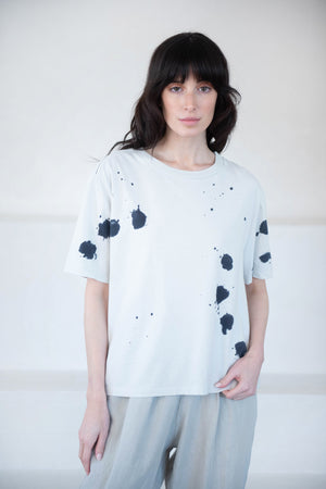 BASSIKE - splatter dye t-shirt, chalk and black
