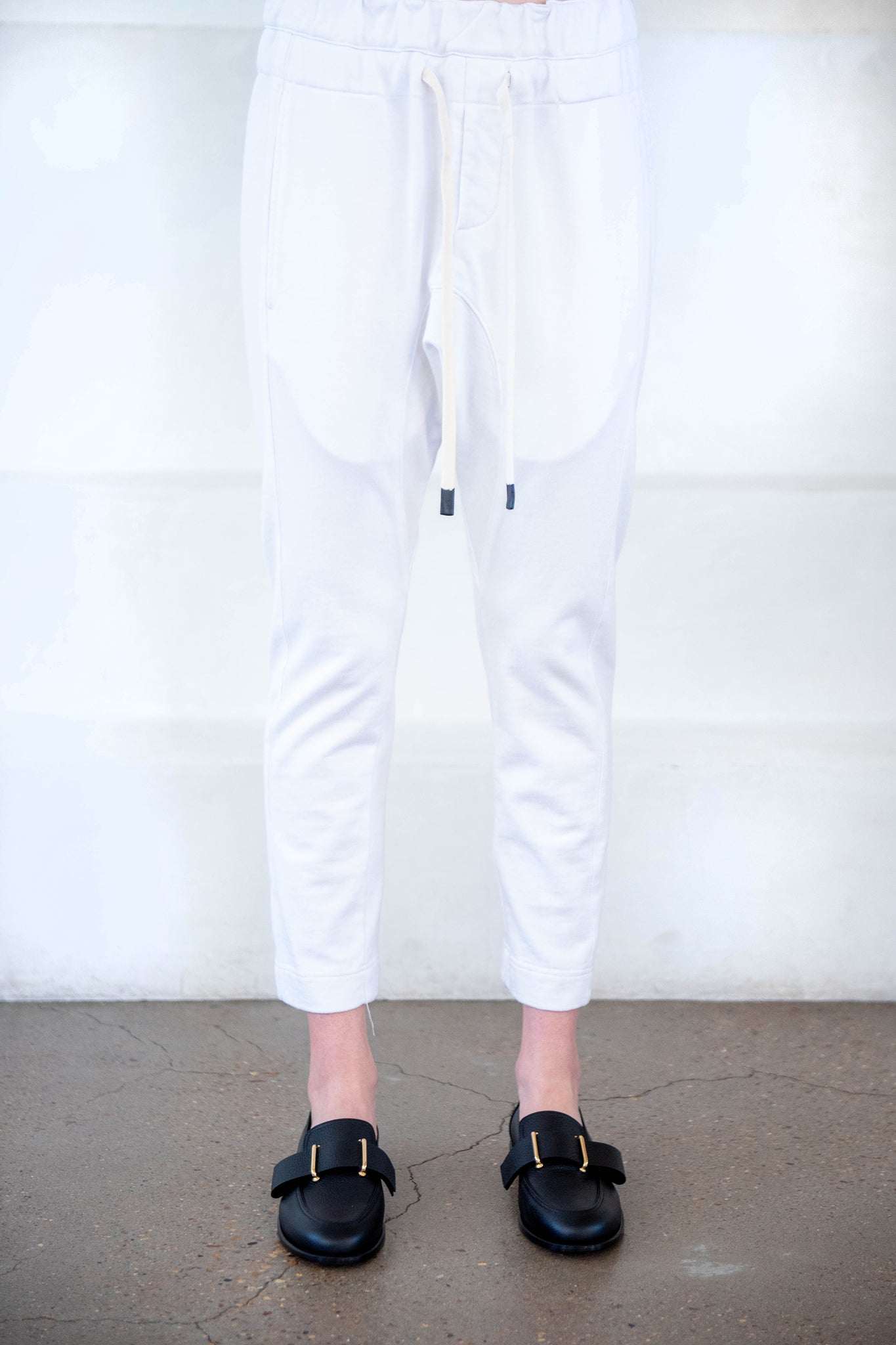 BASSIKE - fleece relaxed pant, white