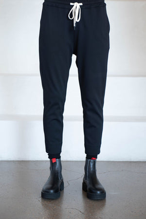 BASSIKE - stretch twill tapered pant, black