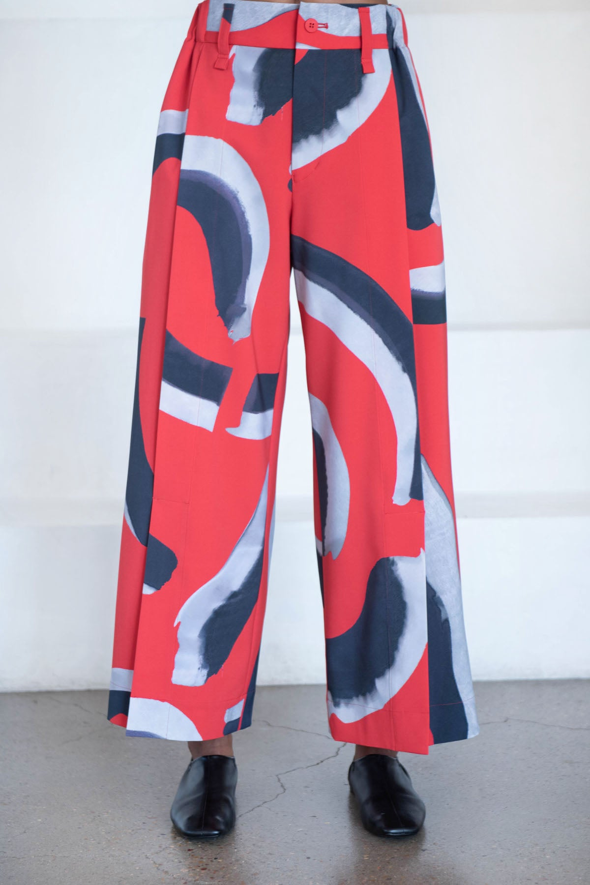 Issey Miyake - shadowing bottom pants, red