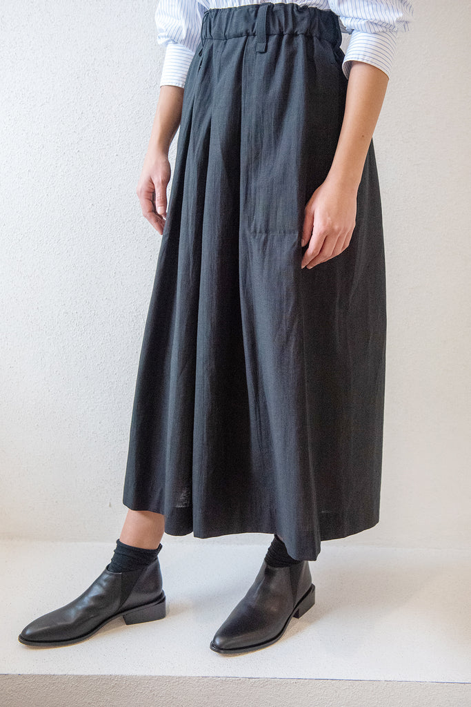 Issey Miyake - paper like tricot pants, black