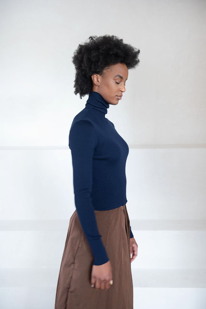 SARA LANZI - cropped turtleneck, navy