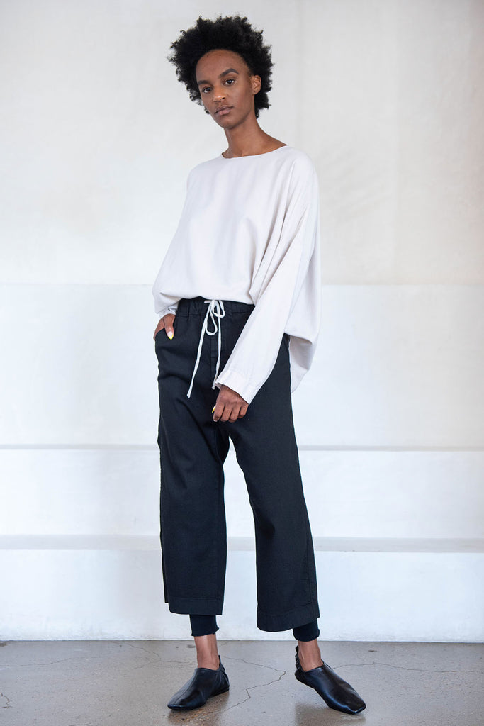 wide and short trousers, black
