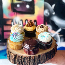 Load image into Gallery viewer, 12 Cupcakes