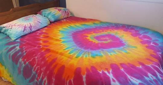 Tie-Dyed Cotton Blanket