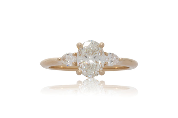 Oval Diamond With Pear Shape Accents