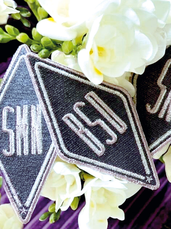 Patch mit Initialen 'Grau-Metallic'