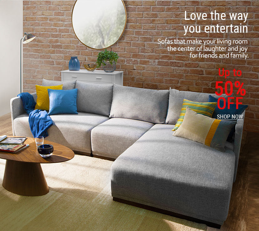 05_-_Bright_comfortable_living_room_with_neutral_colored_sectional_sofa