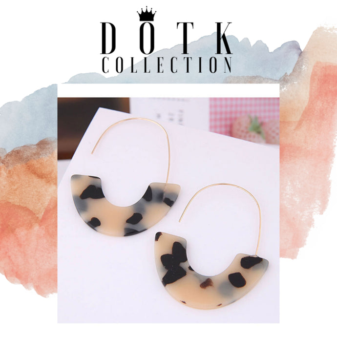 EARRINGS (Coi Tan)