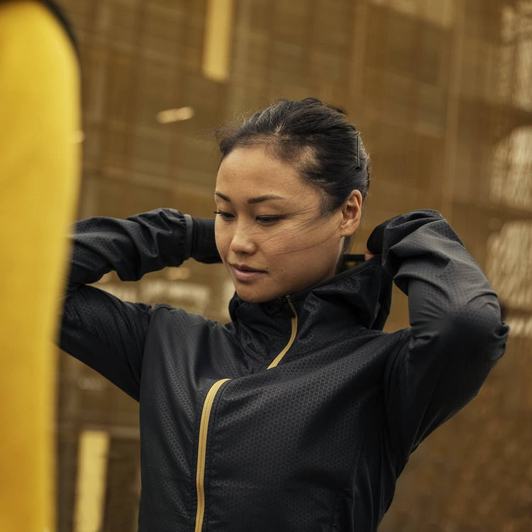 ランニングジャケット Wmns Run Or Die Pace Jacket - BLACK EMBOSSED [レディーズ] FGRJA02