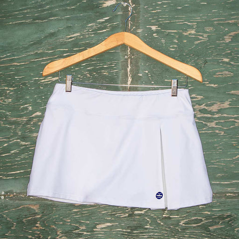 Kelly skort - white w/navy logo