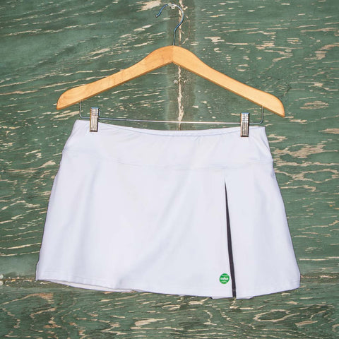 Kelly skort - white/navy pleat w/green logo