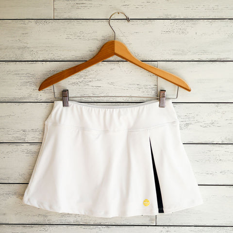 Kelly skort - white w/navy pleat
