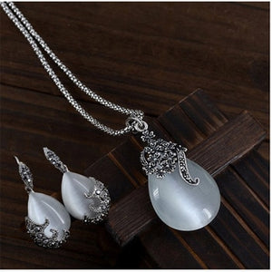 Silver Vintage Water Drop Earrings and Necklace!