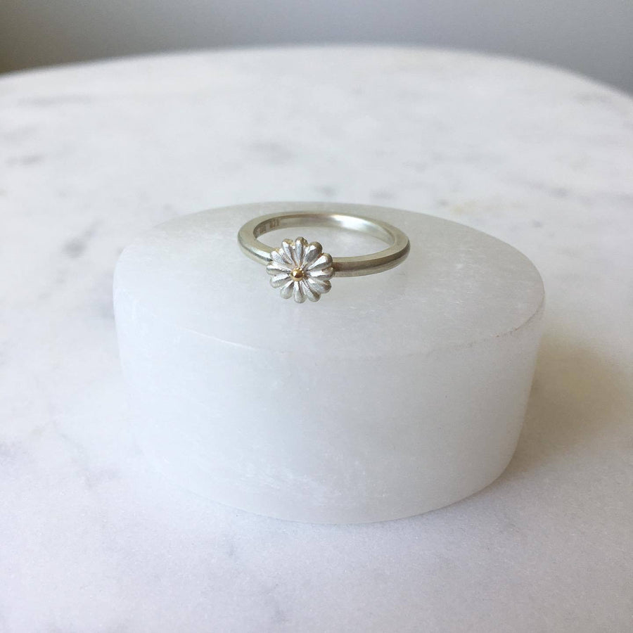 Small Daisy Ring/ 9ct Yellow Gold and Silver