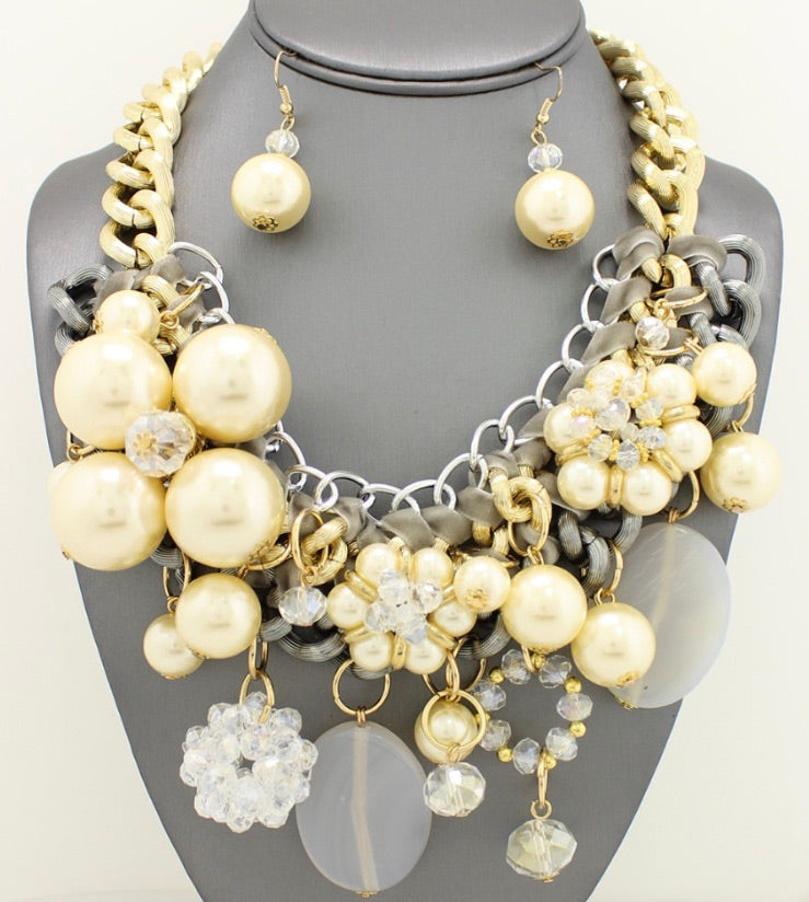 Cream Necklace Set