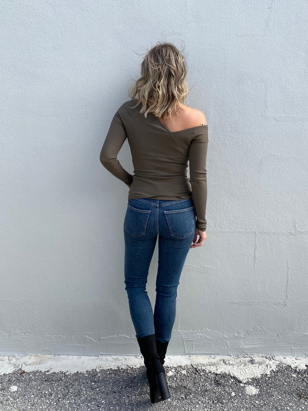 Rocket Crop Mid Rise Skinny in Tide