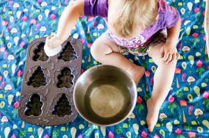Baby using BapronBaby Organic Produce Splash Mat