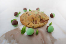 Load image into Gallery viewer, Mint Areo Chocolate Chunk Cookies (125g each)